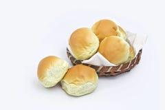 面包小圆面包和篮子 库存照片