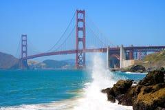 面包师海滩金黄桥梁的门 库存照片