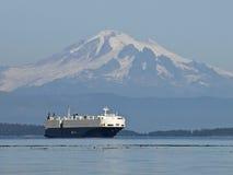 面包师货轮挂接海洋 免版税库存照片