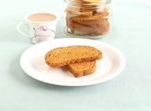 面包干和茶 免版税图库摄影