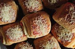 面包干酪装载了蕃茄 免版税库存照片