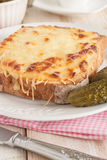 面包干酪croque被盘问的火腿先生 免版税库存照片
