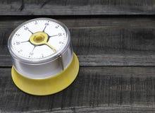 面包店和烹调工具有厨房计时的在木桌上 免版税库存照片