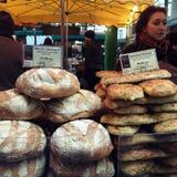 面包店市场摊位 库存照片