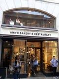 面包店Café在都伯林市中心 库存图片