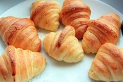 面包新月形面包 免版税库存照片