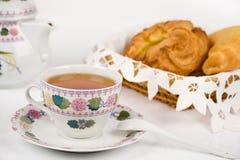 面包杯子茶 免版税库存照片