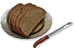 面包片和刀子。 库存图片