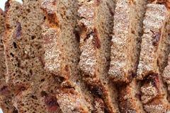 面包片用在白色背景隔绝的蔓越桔 r 图库摄影