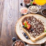 面包片用hagelslag巧克力洒 库存图片