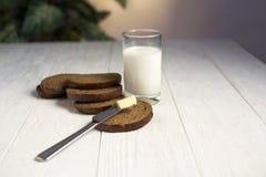 面包牛奶片式 免版税库存图片