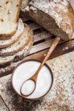 面包牛奶 免版税库存图片