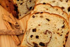 面包特写镜头葡萄干 免版税库存图片