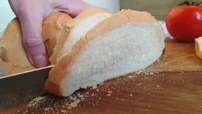 面包用在木的一把刀子切开了 股票录像