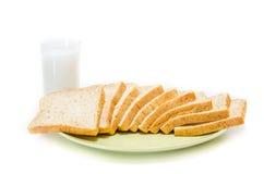 面包用在白色演播室的牛奶 免版税库存图片