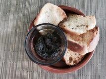 面包用橄榄色的调味汁 免版税库存照片