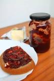 面包用草莓酱 图库摄影