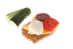 面包用香肠和蔬菜 免版税库存图片