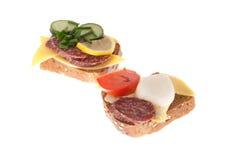 面包用香肠和蔬菜 免版税图库摄影