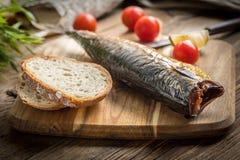 面包鲭鱼抽烟了 免版税库存图片