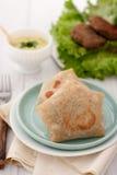 面卷饼套或玉米粉薄烙饼包裹用肉和 库存图片