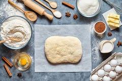 面团准备食谱自创传统面包、薄饼或者饼ingridients,食物舱内甲板位置 免版税图库摄影