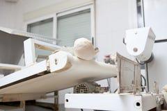 面团分切器和铸工机器 免版税库存图片