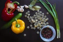面团和各种各样的菜 免版税库存照片