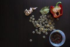 面团和各种各样的菜 免版税库存图片