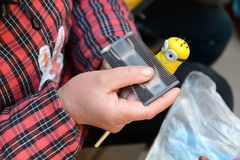 面团小雕象制造 免版税库存图片