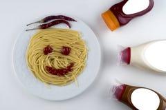 面团意大利细面条博洛涅塞用在白色碗的西红柿酱 顶视图 图库摄影