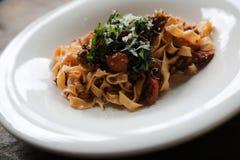 面团意大利细面条博洛涅塞用牛肉和西红柿酱 图库摄影