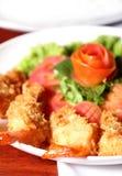 面团油煎的大虾 免版税库存照片