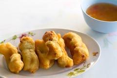面团油煎的大虾 图库摄影