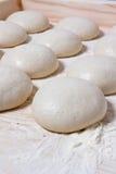 面团球,意大利薄饼 免版税库存图片
