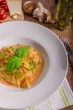 面团用西红柿酱用大蒜 库存图片