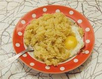 面团用鸡蛋 免版税图库摄影