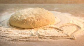面团由小麦面粉制成 免版税库存图片