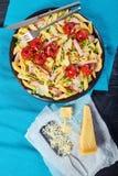 面团,火腿,绿豆,蕃茄沙拉 库存照片