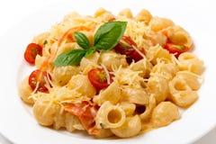 面团pesto奶油和蕃茄 免版税库存图片