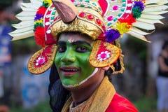 面孔油漆的传统舞蹈家 库存照片
