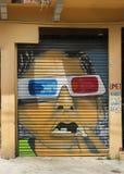 面孔街道画与3D玻璃的 库存图片