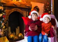 面孔,圣诞节帽子,树,乐趣 库存图片