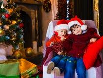 面孔,圣诞节帽子,树,乐趣 库存照片