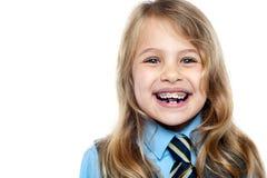 面对一个快乐的新学校女孩的特写镜头 免版税库存照片