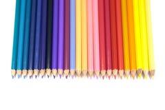 面对下来在纯净的丝毫的直线的孩子的颜色铅笔 免版税图库摄影