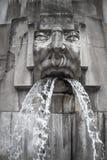 面对喷泉,米兰Centrale驻地,米兰,意大利 免版税库存图片