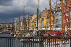 面对国内的Nyhavn运河 免版税库存照片