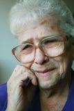 面对女性哀伤的前辈 免版税库存图片
