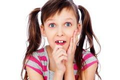 面对滑稽的女孩一点下拉式 免版税库存图片